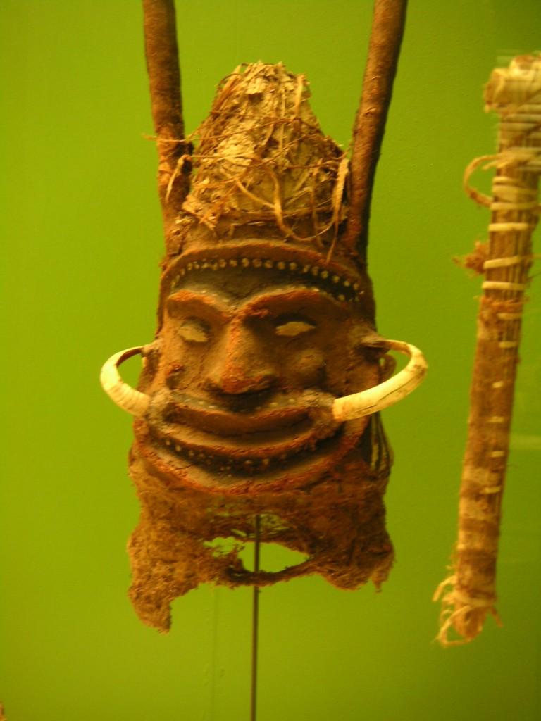 Ozeanische Maske mit Schweine-Zähnen